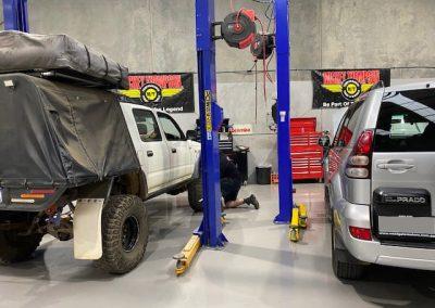 Hoist set-up at 4x4 workshop, Melbourne   4x4 Obsession, 4WD Experts