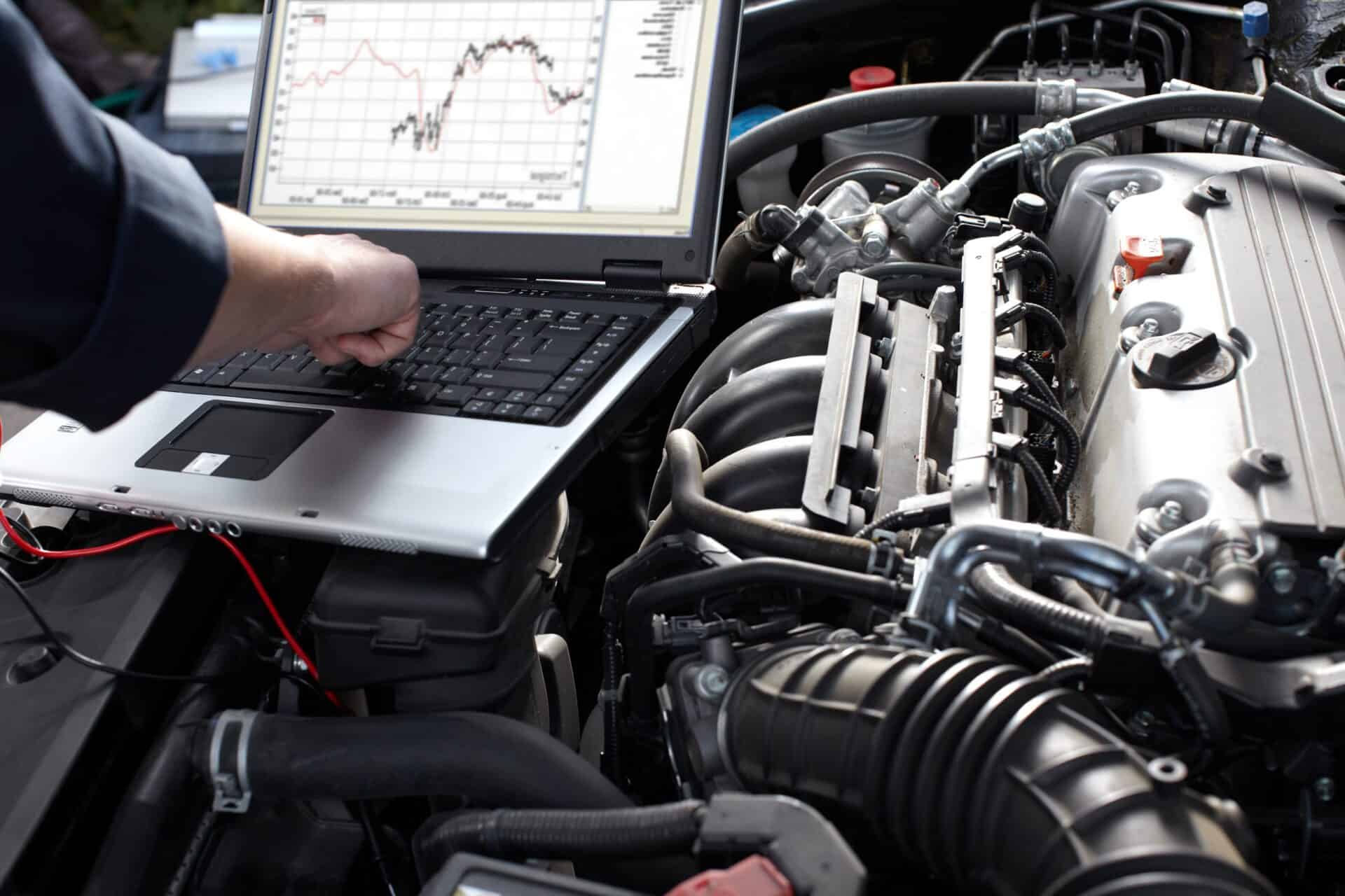 Mechanic using hi tech computerised testing of 4WD engine during 4WD Servicing Melbourne | 4x4 Obsession